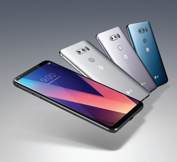 LG V30 Smartphone Starts Selling in South Korea